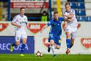 Zápas čtvrtfinále MOL Cupu mezi týmy FC Slovan Liberec a FC Fastav Zlín se odehrál 5. dubna na libereckém stadionu U Nisy. Na snímku zprava Josef Hnaníček a Petr Ševčík.