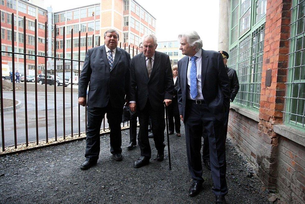 Návštěva prezidenta Miloše Zemana ve Zlínském kraji. Kovárna VIVA.