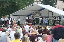 Za folklorem dorazily o víkendu do napajedel stovky návštěvníků.