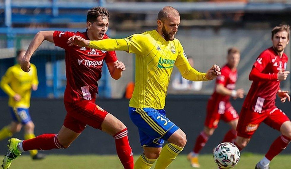 Fotbalista Zlína Marek Hlinka v přípravném zápase s Olomoucí.