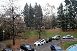 Park za městským divadlem ve Zlíně.
