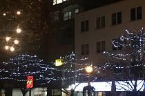 Ve Zlíně svítí první vánoční výzdoba, další se rozzáří o první adventní neděli.