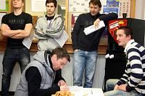 Hokejisti PSG Zlín se zapisují do registru dárců kostní dřeně. Transfúzní stanice KNTB ve Zlíně.