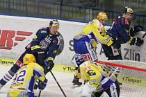 Extraligoví hokejisté Zlína (ve žlutém) v rámci 39. kola v pátek 17. ledna hostili Liberec.