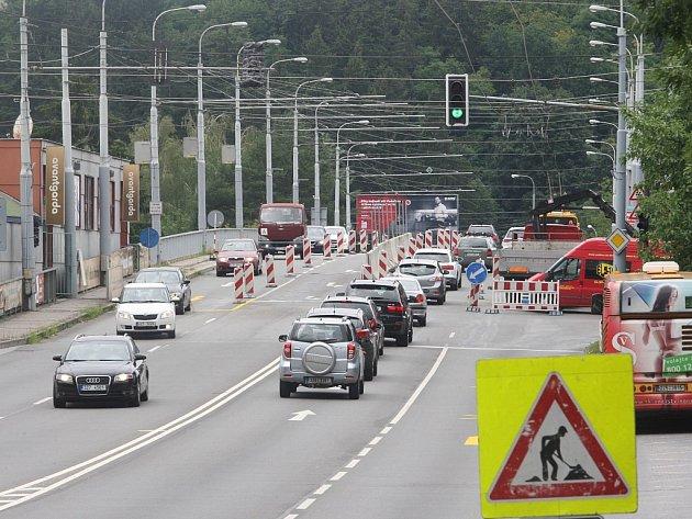 Dopravní omezení na   nadjezdu a Čepkovském  mostu ve Zlíně.