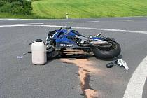 V sobotu odpoledne došlo k vážné nehodě u Koryčan. Automobil se srazil s motorkou.