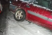 Sníh a náledí způsobily ve středu 16. prosince na řadě míst na Zlínsku hned několik nehod, které se neobešly bez pomoci hasičů.