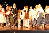 POVEDENÉ VYSTOUPENÍ. Maryjánek předvedl vánoční pásmo Cesta do Betléma. Publikum odměnilo děti obrovským aplausem.
