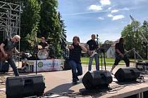 NA PÓDIU. Kapela Ranvej patří mezi nejznámější regionální kapely.