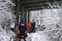 Muž se pokusil skoncovat se životem na mostě na Jižních svazích.