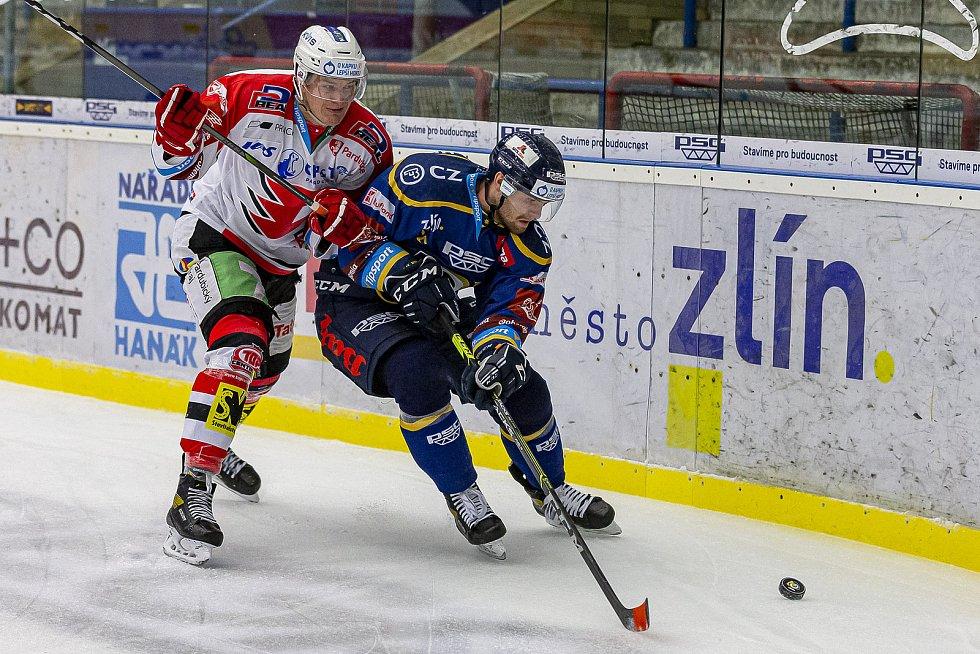 Extraligoví hokejisté PSG Berani Zlín (v modrém) v rámci 43. kola doma vyzvali Pardubice.