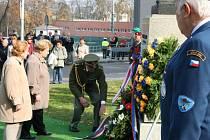 Kladení věnců ve Zlíně při příležitosti vzniku Československa