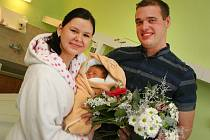 První miminko narozené v roce 2016 ve Zlínském Kraji Eliška Orsavová v porodnici v Krajské nemocnici T. Baťi ve Zlíně.  Na snímku maminka Hana a otec Lukáš.