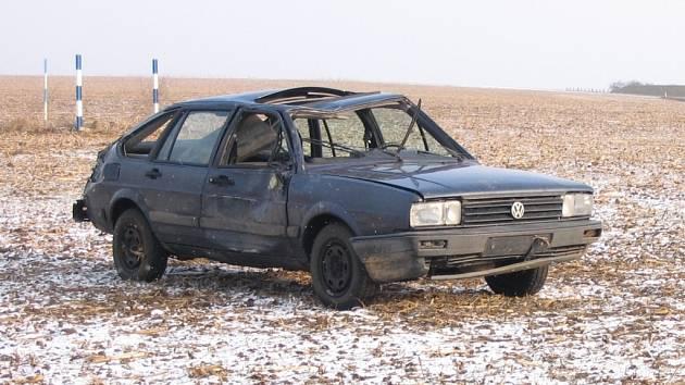 Řidič havarovaného vozu VW Passat je zatím neznámý
