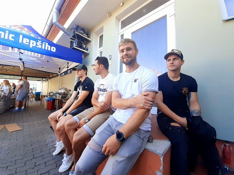 Sedmý ročník Lešetín festu ve Zlíně nabídl kromě skvělé atmosféry i představení nových dresů zlínských beranů. Součástí byla i benefice pro zraněného hokejistu Petra Křepelku.