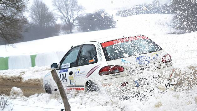 Vítěz amatérské automobilové soutěže Ve stopě Valašské zimy 2017 - posádka  Lukáš Nášel -  Marek Štěpán s vozem Mitsubishi Colt.