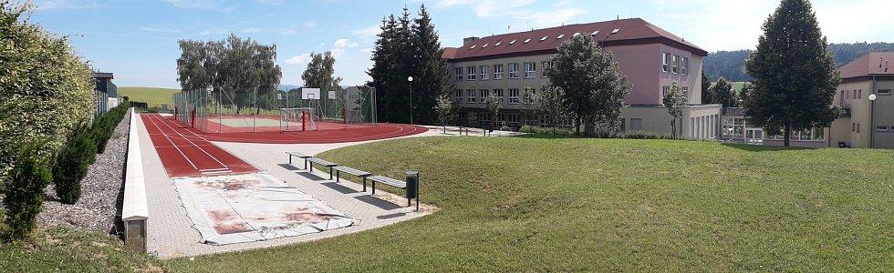 Obec Mysločovice. Základní škola