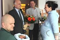Navštívit Šimona a jeho rodiče přišel primátor Miroslav Adámek a náměstek hejtmana Lubomír Nečas
