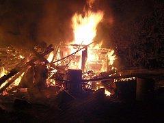 Požár šopy na zahradě rodinného domu v obci Napajedla.