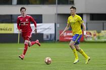 Vysoký stoper Zlína Dominik Simerský (ve žlutém dresu) se v sobotu postaví bývalému klubu z Opavy.
