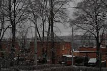 Výkyvy počasí pokračují i ve čtvrtek. Nad ránem doprovázelo lidi cestou do práce místy i velmi husté sněžení, které ale díky teplotám nad nulou zejména v nižších polohách neutvářelo na silnicích pokrývku a sníh ihned po dopadu odtával.