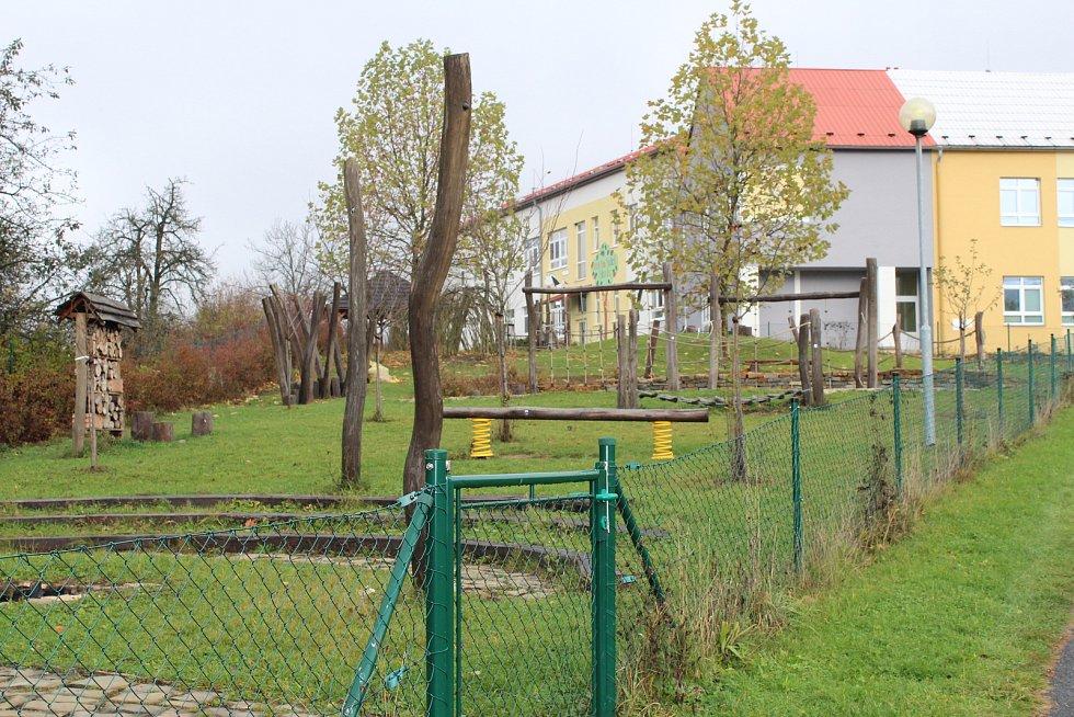 Pusto a prázdno. Sem tam přeběhlo po ulici nějaké dítě. Tak to vypadalo v obci Kašava na Zlínsku v den, kdy se pedagogičtí pracovníci přidali do stávky.