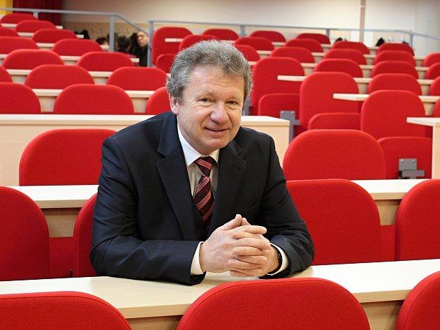 Karel Kostka, pedagog, spisovatel a výtvarník ze Vsetína