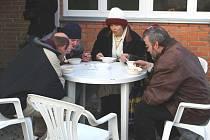 Teplá polévka pro lidi bez domova.