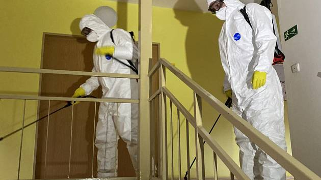 Prováděná dezinfekce společných a veřejných ploch v Napajedlích.