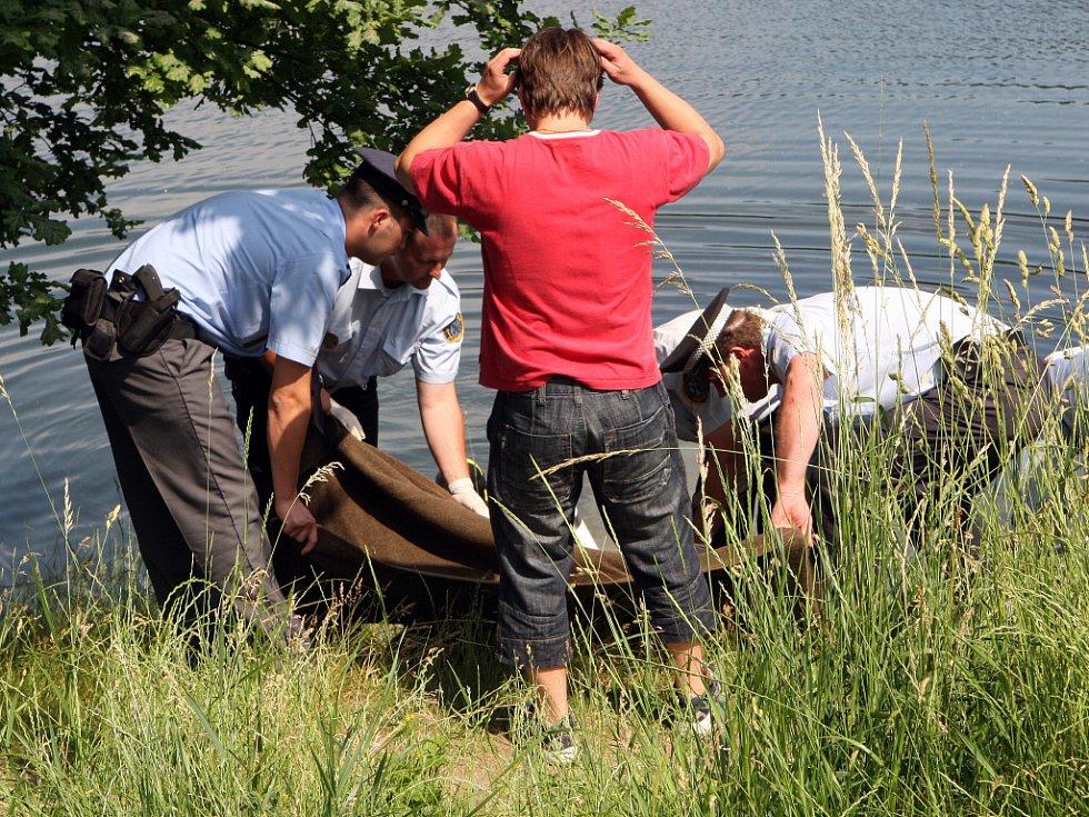 Na otrokovickém štěrkovém jezeru Bahňák utonul dvaadvacetiletý mladík ze Slovenska.