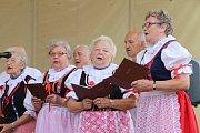 Akce I senioři umí žít naplno na náměstí Míru ve Zlíně. Sbor klubu seniorů Kvítková.