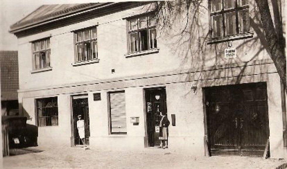 Halova pekárna kolem roku 1935.
