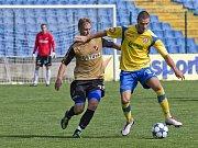 Petr Kurtin, fotbal Zlín (ve žlutém)