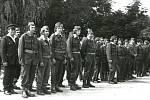 SLOPNÉ, ROK 1976. Požární družstva nastoupená na návsi v obci Slopné.