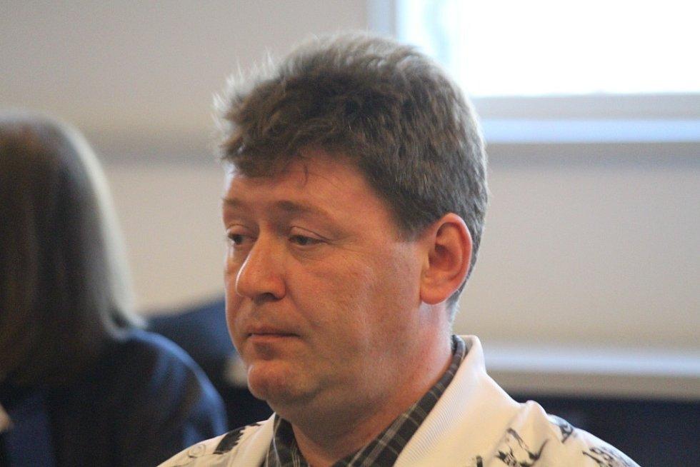Václav Zlámal u krajského soudu ve Zlíně.