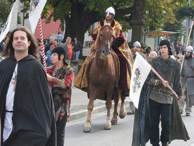 Svatý Václav i se svou družinou zavítal do Napajedel na svatováclavské oslavy.