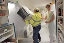 Speciální hlubokomrazicí box pro skladování vakcíny proti onemocnění covid-19 slouží v lékárně Krajské nemocnice Tomáše Bati ve Zlíně.