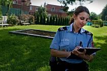 V rámci akce jehla zlínské městské strážnice v pondělí 22. srpna kontrolovali dětská hřiště a hledali použité stříkačky po narkomanech.