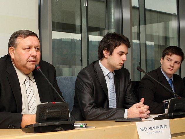 Na setkání Krajského parlamentu dětí a mládeže zavítal i hejtman Stanislav Mišák (vlevo).