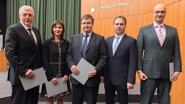 PROMOCE. Na snímku (zleva): Michael Klang, Daniela Sumczynski, Alexandr Klučnikov, Michal Staněk, Petr Doležel.