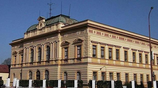 První začalo elektronický systém používat gymnázium v Uherském Hradišti.