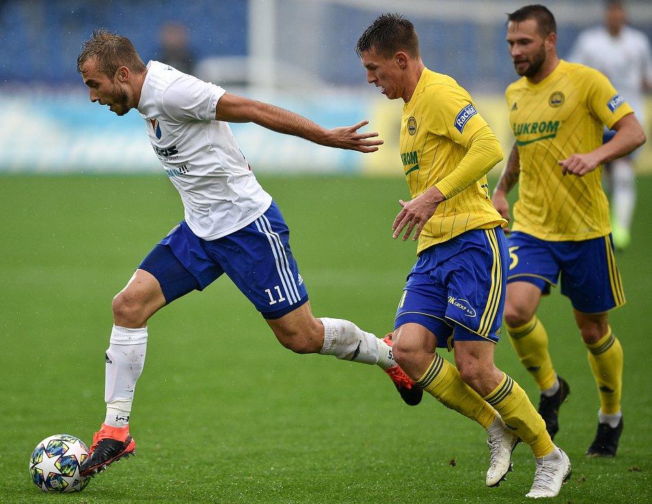 Utkání 12. kola první fotbalové ligy: Baník Ostrava - Fastav Zlín, 5. října 2019 v Ostravě. Na snímku (zleva) Nemanja Kuzmanovič a Zdeněk Folprecht.
