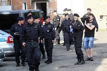 Policejní zátah v ubytovně v Malenovicích.