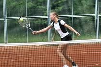 Tenistka z Hvozdné včera po boji oplatila porážku z loňského roku Evě Hrdinové.