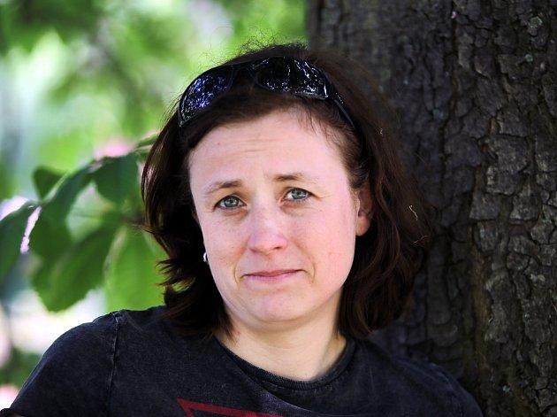 Jitka Andrysová. Jako pracovnice Paměti národa se setkává s lidmi, kteří osudové okamžiky českých dějin prožívali doslova na vlastní kůži.