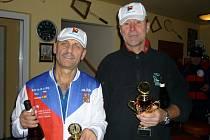 Přeposílám foto vítězů turnaje ve čtyřhře Zimní debly na Mladcové, Jan Nahodil (vlevo), Petr Handlíř (vpravo).