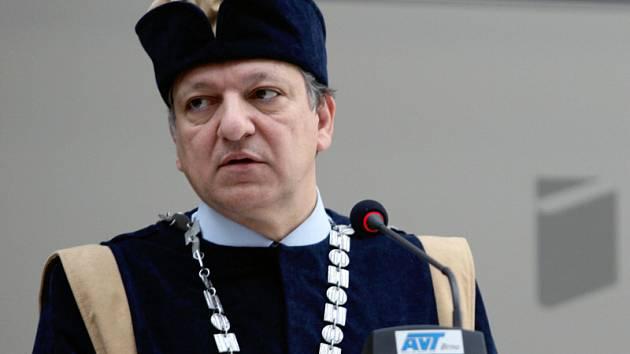 Předseda Evropské komise José Manuel Barroso obdržel čestnou hodnost doctor honoris causa Univerzity Tomáše Bati ve Zlíně.
