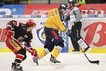 Extraligoví hokejisté Zlína (ve žlutém) ve 25. kole hostili Hradec Králové.  Na snímku Köhler