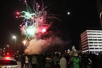 Novoroční ohňostroj odpálený z náměstí Práce si nenechalo ujít na 10 tisíc Zlíňanů.