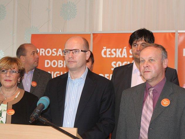 Bohuslav Sobotka a Antonín Seďa (vpravo)debatovali ve Zlíně i o krajském zdravotnictví